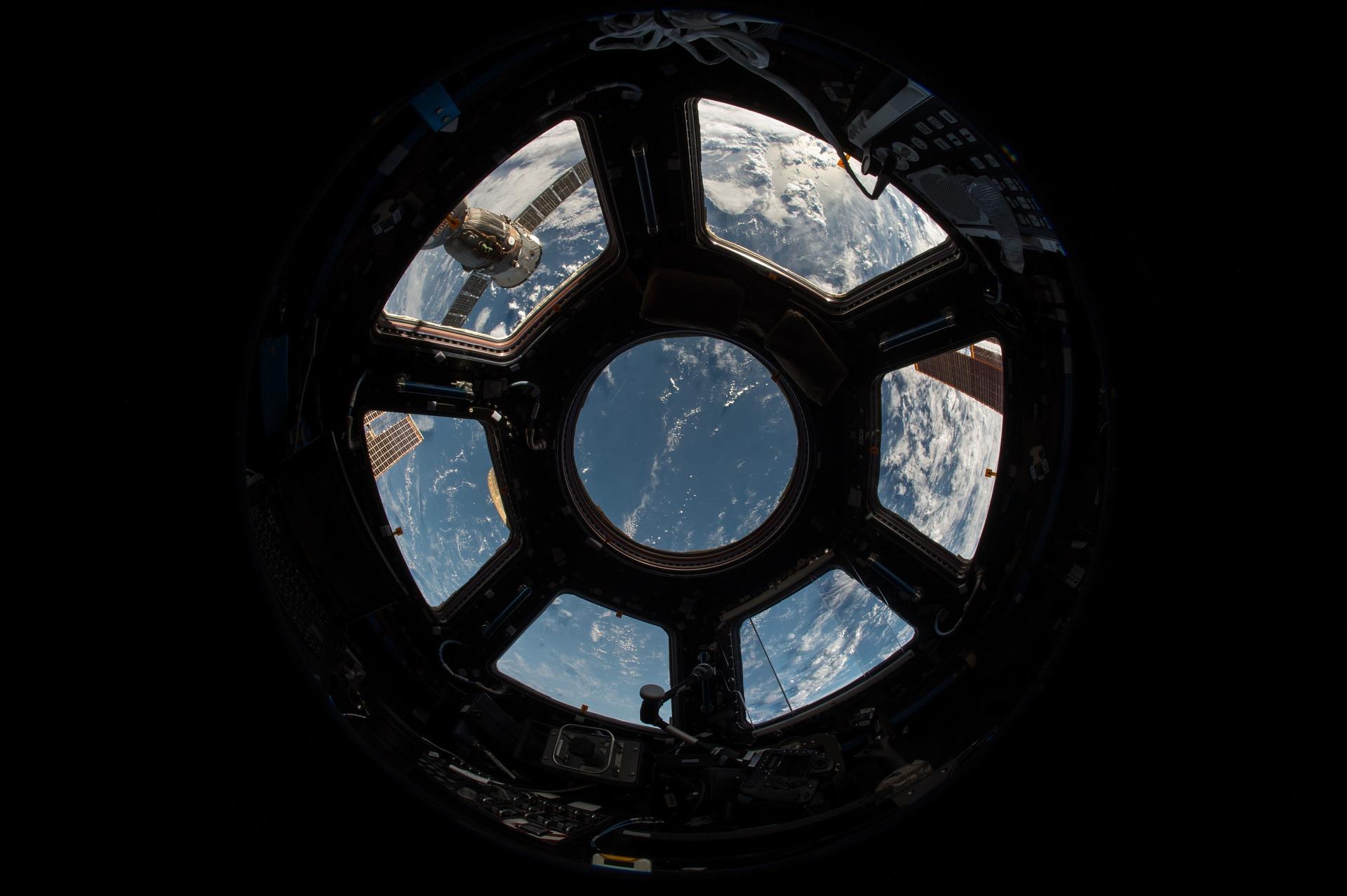avaruusaluksen ikkuna
